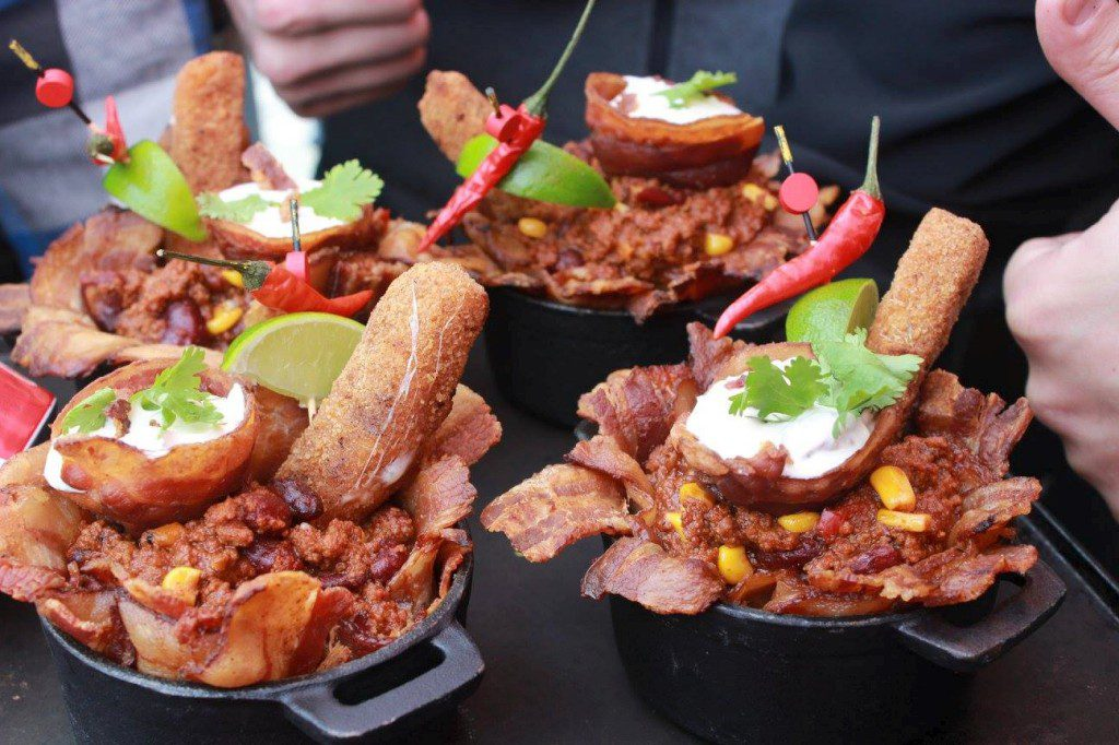 Some chili meals cooked on barbecue during Booster club du Rouge et Or football tailgate.