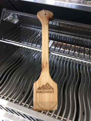 Emerging on the grill market, the wooden scraper eliminate risk beacause it has no bristles.v